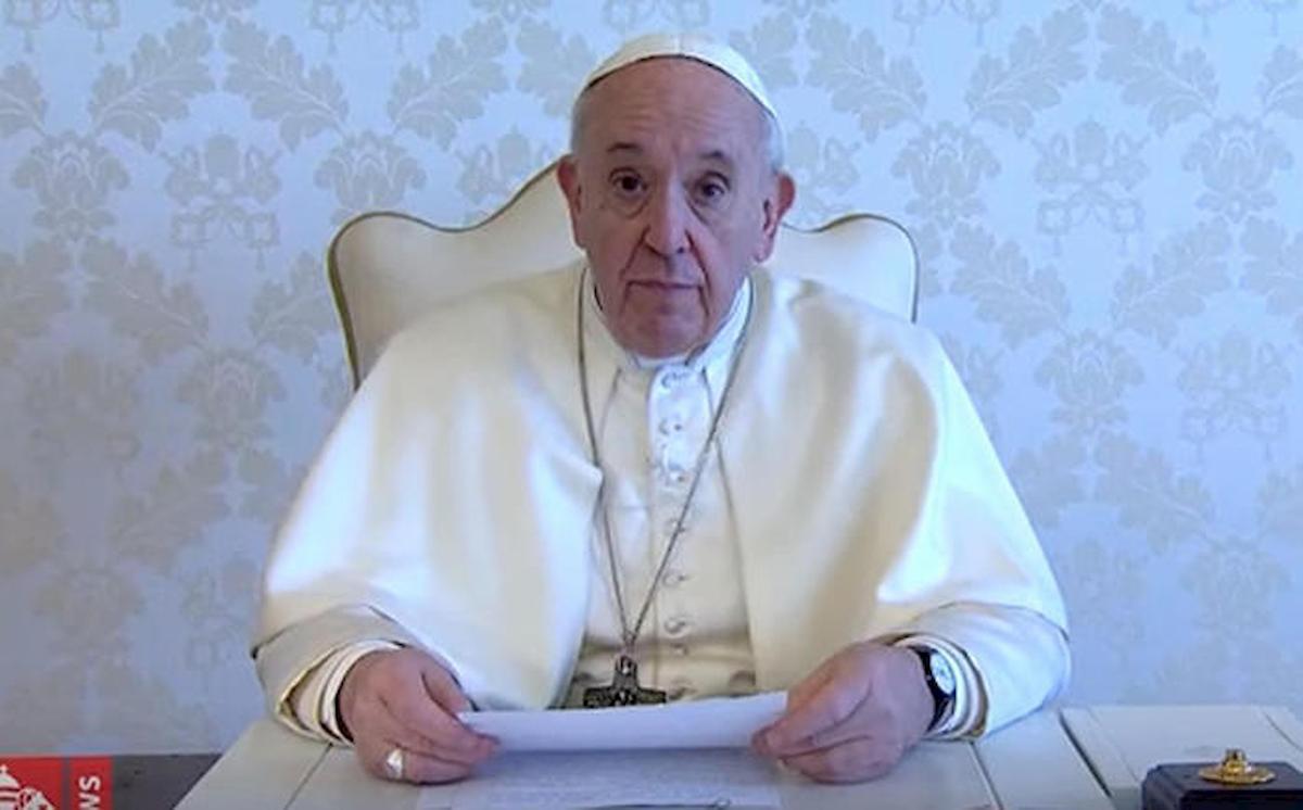"""Papa Francesco parla con Carlo Petrini del piacere divino: """"Se*so e buon cibo vengono direttamente da Dio"""""""
