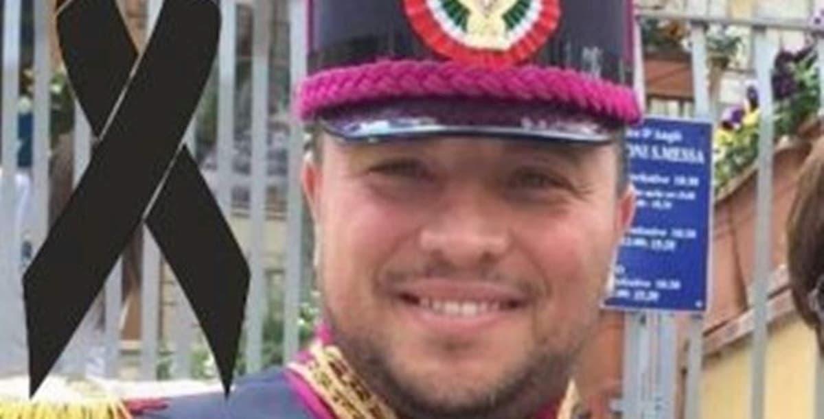 """Curtatone, insulta Pasquale Apicella su Facebook. All'arrivo della polizia urla: """"Siete tutti violenti"""""""