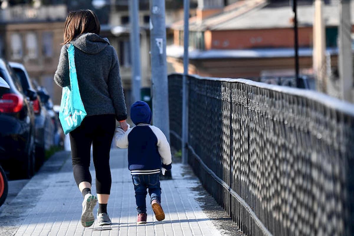 """Ora d'aria, parola a Conte: """"I genitori non possono portare a spasso i bambini"""""""