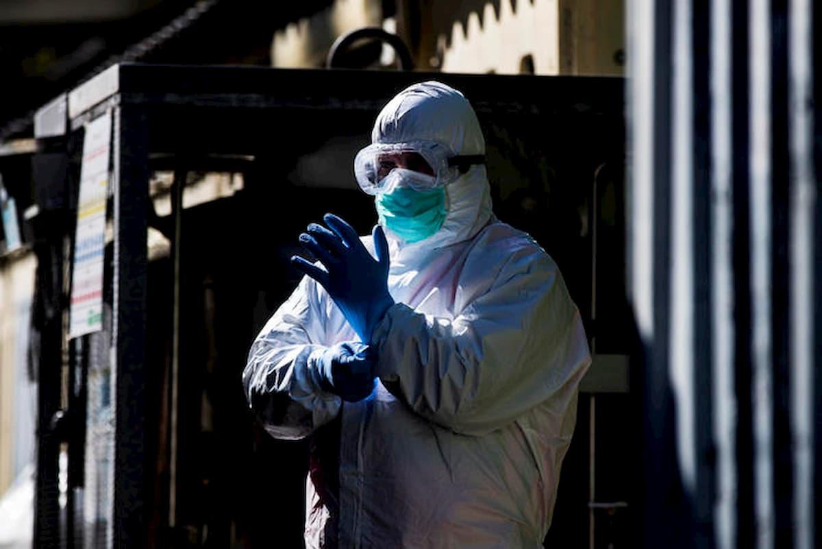"""Coronavirus, """"il picco è già arrivato"""". La fisica delle particelle corregge la Protezione Civile"""