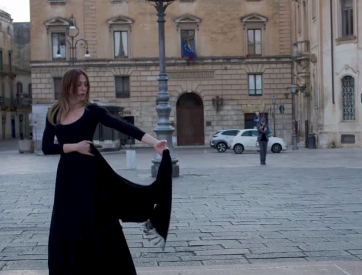 Architetti Famosi Lecce coronavirus, ester annunziata a lecce balla la pizzica video