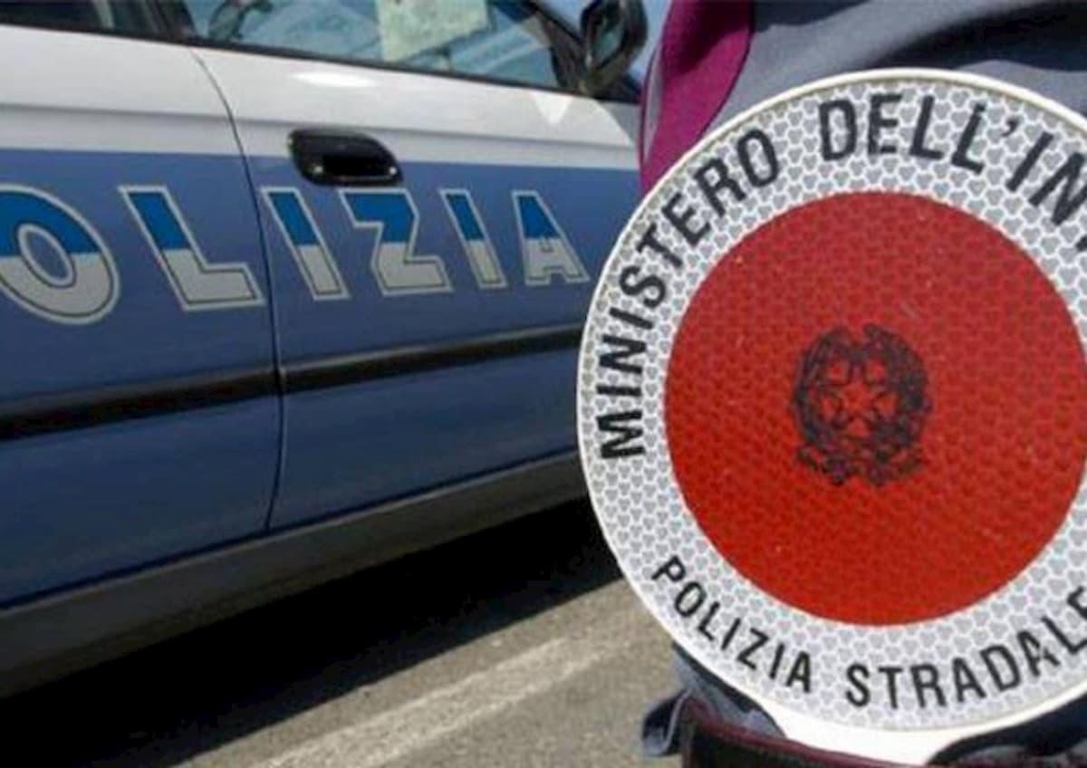 Nola (Napoli), fugge dal posto di blocco e sperona una volante: inseguimento e arresto