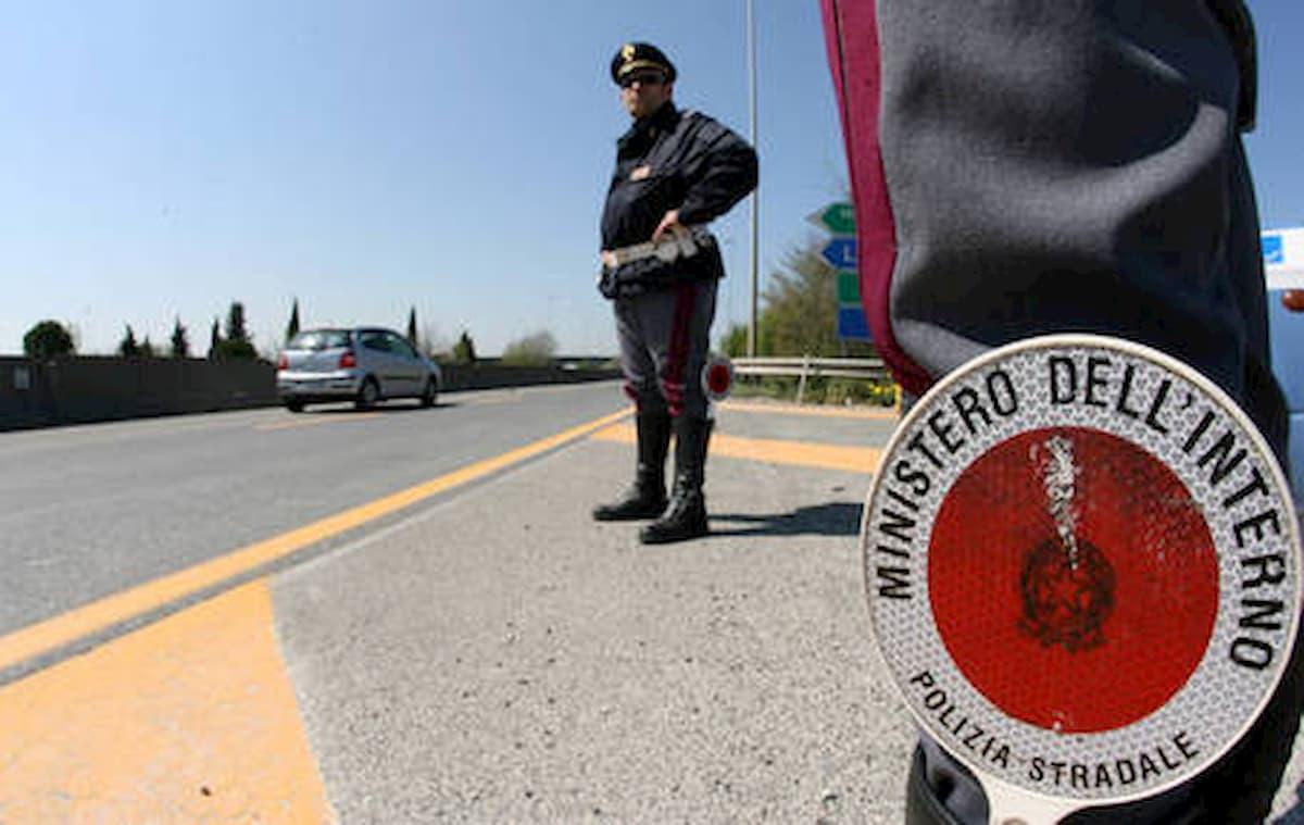 Contromano sulla statale a Caltanissetta, inseguito per 15 km: era ubriaco