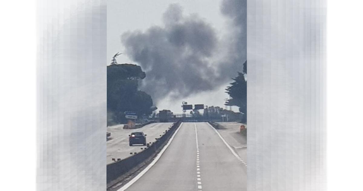 Pontina bus Cotral a fuoco: fumo nero e paura a Pomezia