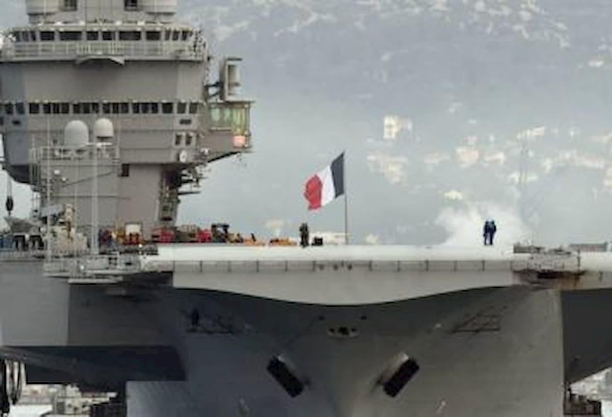 Coronavirus, 668 marinai positivi sulla portaerei Charles de Gaulle
