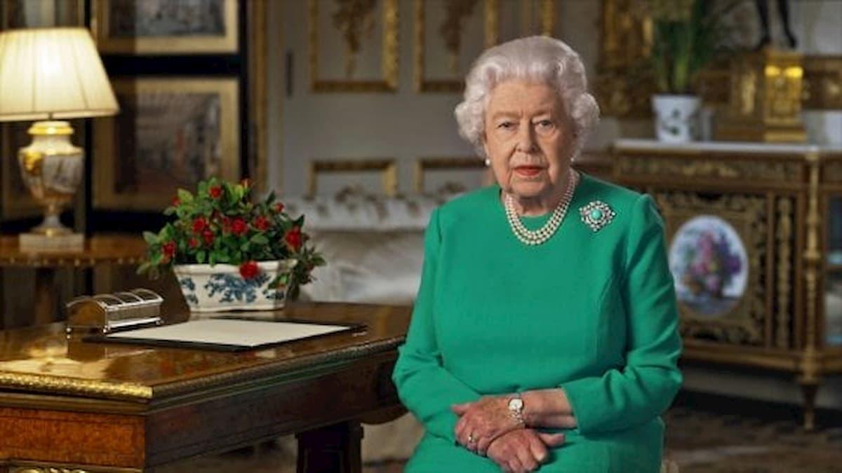 """Coronavirus, video messaggio della regina Elisabetta agli inglesi: """"Lo supereremo e ci rincontreremo"""""""