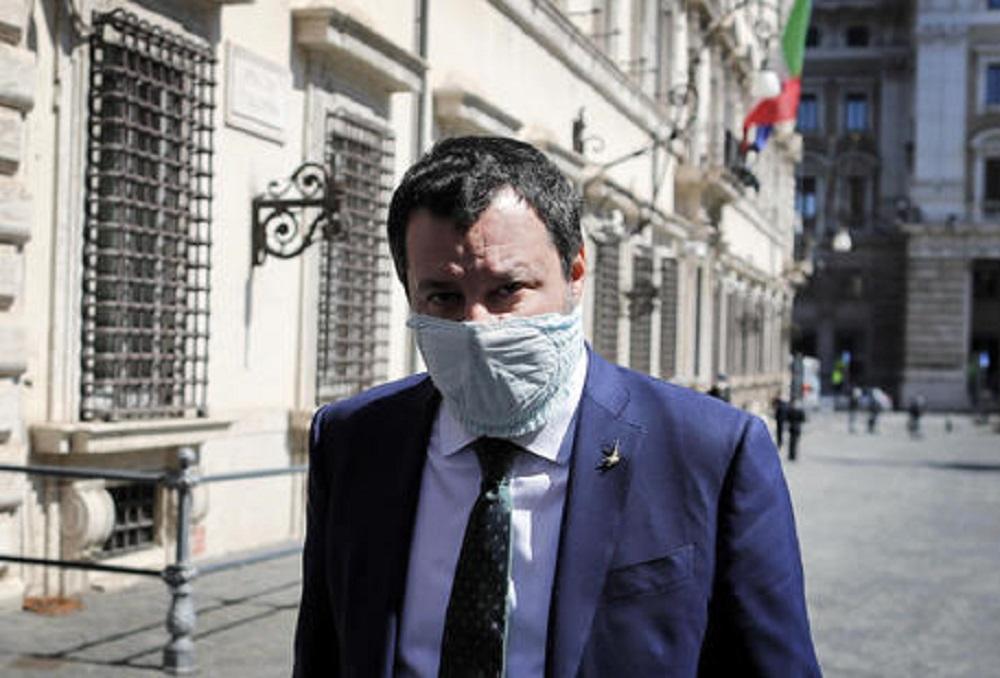 """Salvini, chiese aperte a Pasqua: """"Ci vuole anche il buon Dio, non solo la scienza"""""""