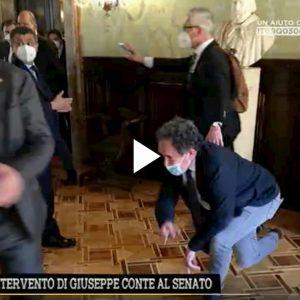 Rissa al Senato: deputato Mirabelli spinto in terra