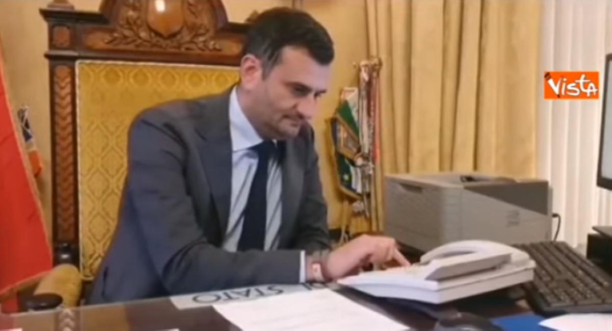 Coronavirus sindaco Bari chiama signor Giuseppe: Resti a casa