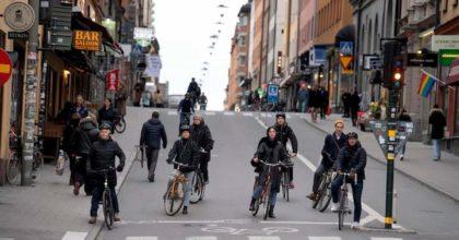 """Coronavirus, italiano in Svezia: """"Qui pensano sia solo un'influenza. Le mascherine non le mette nessuno"""""""