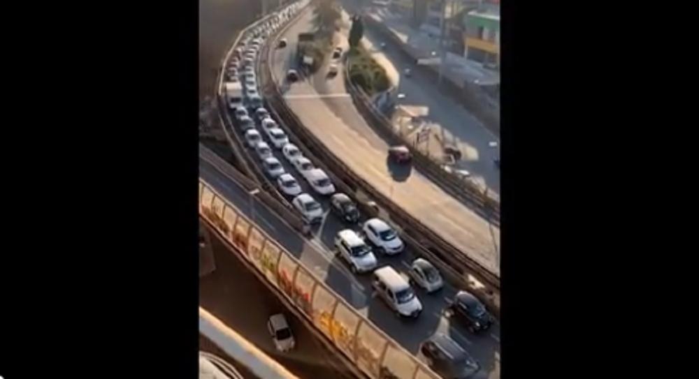 Coronavirus Roma, sulla tangenziale auto in fila. Per andare dove? VIDEO