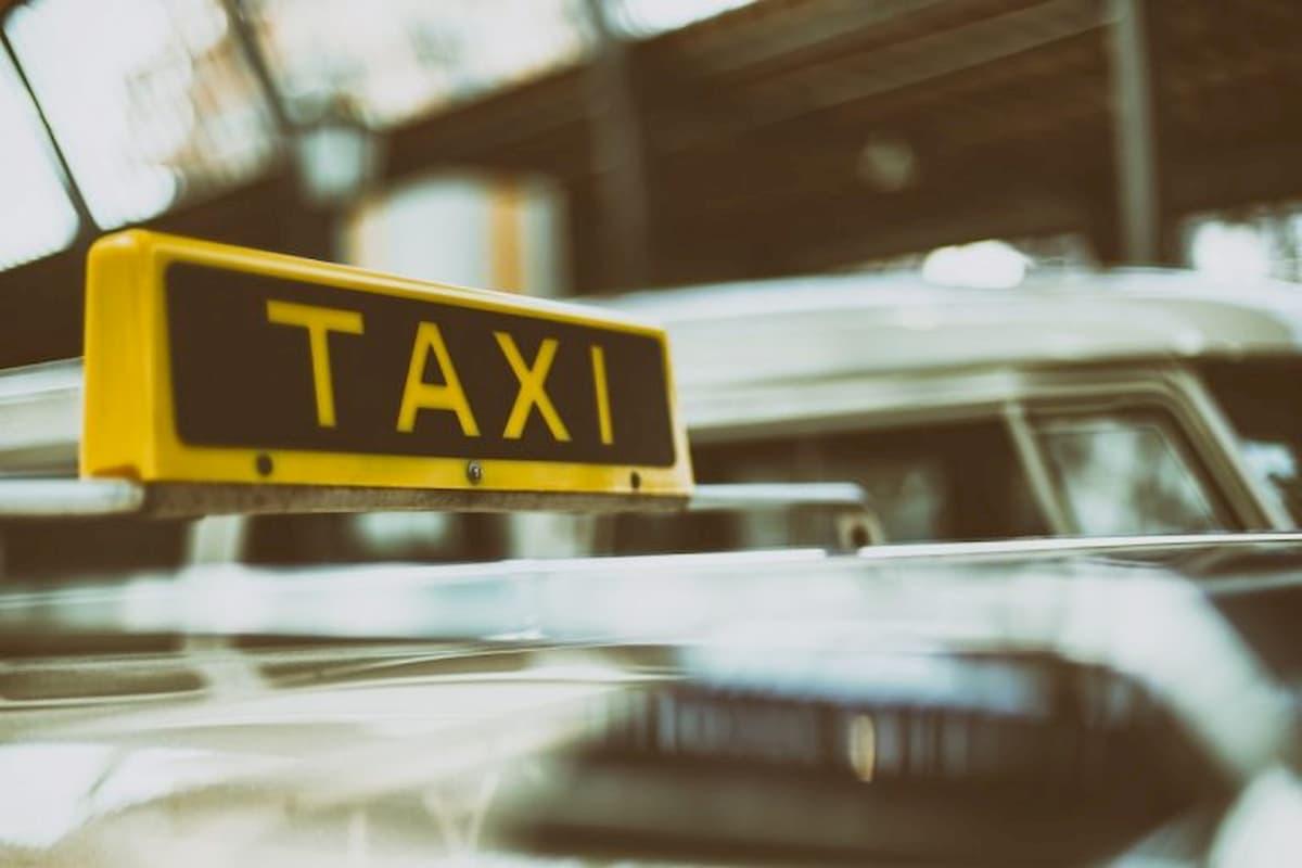 Giappone, una donna viaggia in taxi per 600 km e 8 ore ma si rifiuta di pagare: ecco quanto speso