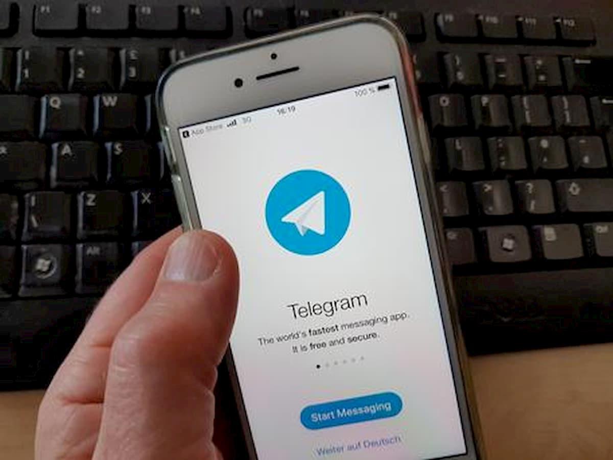La Procura di Bari chiude 19 canali Telegram: giornali e libri pirata in pdf