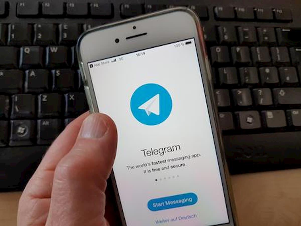 Giornali e libri gratis, Telegram blocca 20 canali. Danni all'editoria per 250 milioni di euro all'anno