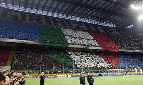 Coronavirus, denunciati 49 tifosi Inter. Erano ad Appiano prima della sfida con la Juve