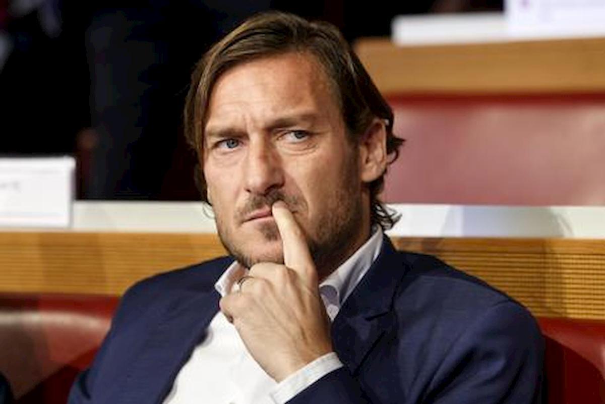 """Roma, Totti si sfoga: """"Mi hanno fatto smettere. Quando passo davanti a Trigoria mi viene da piangere perché non posso entrare"""""""