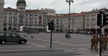 """Trieste, va a farsi una nuotata in mare. Fermato dagli agenti, risponde: """"Non sapevo dell'emergenza coronavirus"""""""