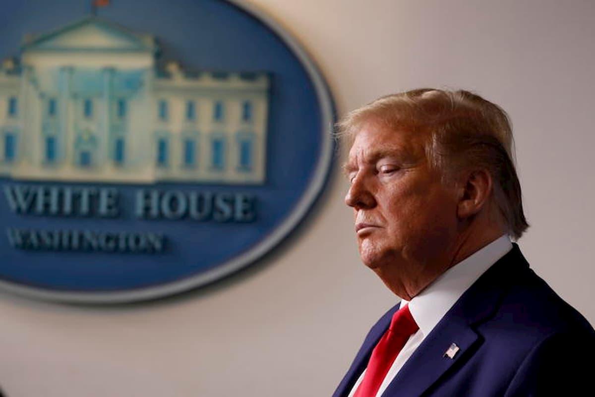 """Trump annuncia stop all'immigrazione contro il """"nemico invisibile"""""""