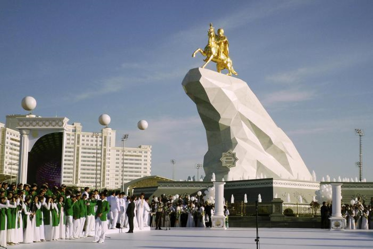 Coronavirus Turkmenistan, vietato usare la parola e indossare mascherina