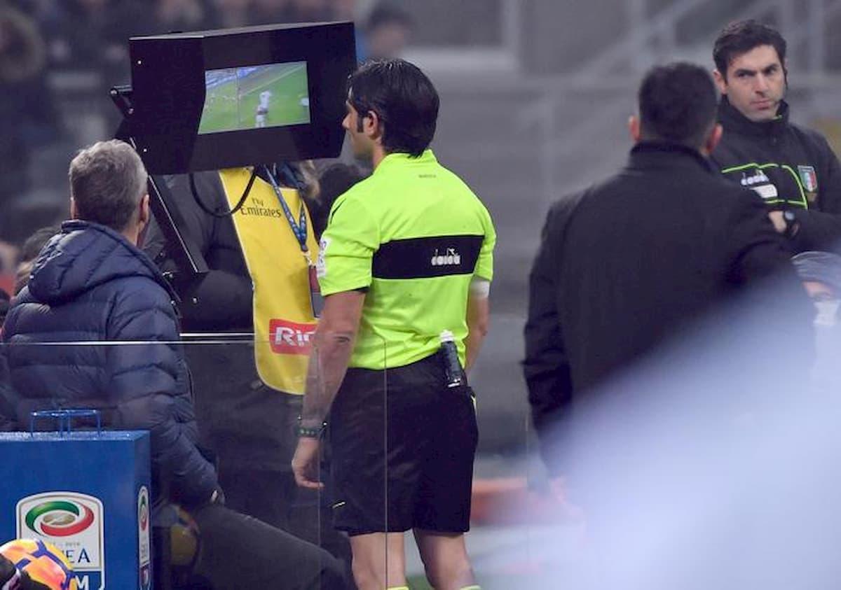 Serie A ricomincerà senza il Var? Le riserve del capo degli arbitri Nicchi, i dubbi sulla regolarità