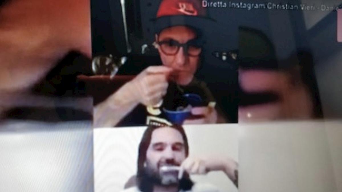 Vieri-Adani e la strana diretta Instagram: lavaggio denti e macedonia mentre parlano dello scudetto del Napoli