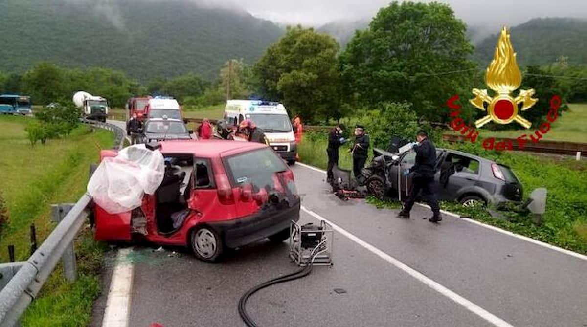 Bagnasco, frontale tra due auto: morto 85enne, ferita una 39enne