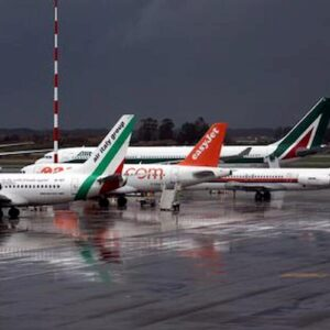 Coronavirus, stop rimborsi voli cancellati. Anche Alitalia e Easyjet passano ai voucher