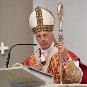 Genova ha un nuovo vescovo dopo Bagnasco, senza porpora, col saio del francescano, come il Papa