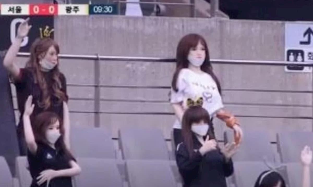 Bambole gonfiabili sugli spalti al posto dei tifosi: il Seul si scusa