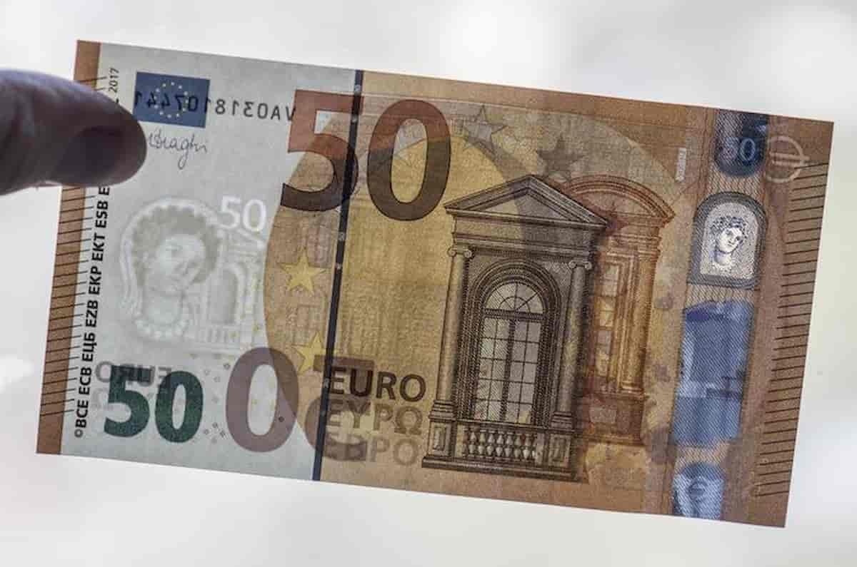 Banconote flase. Euro made in Italy, vale 15/30% di quello vero. Milano conia monete, Napoli banconote, Roma spaccia