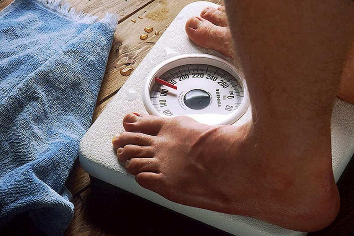 Il lockdown alla prova bilancia: italiani ingrassati di 2 kg in due mesi. Ordalia di zuccheri e grassi