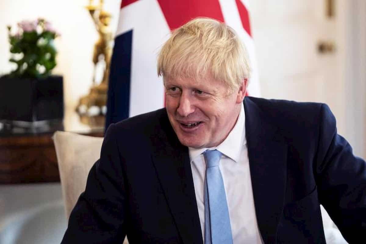 Boris Johnson in caduta libera nei sondaggi: meno 20 punti dopo scandalo Domnic Cummings