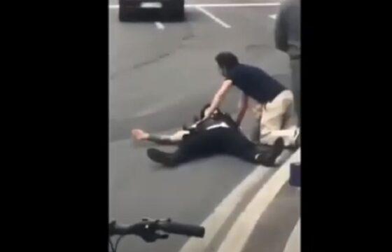 Striscia la Notizia, Brumotti preso a bastonate in faccia a Milano durante un servizio VIDEO