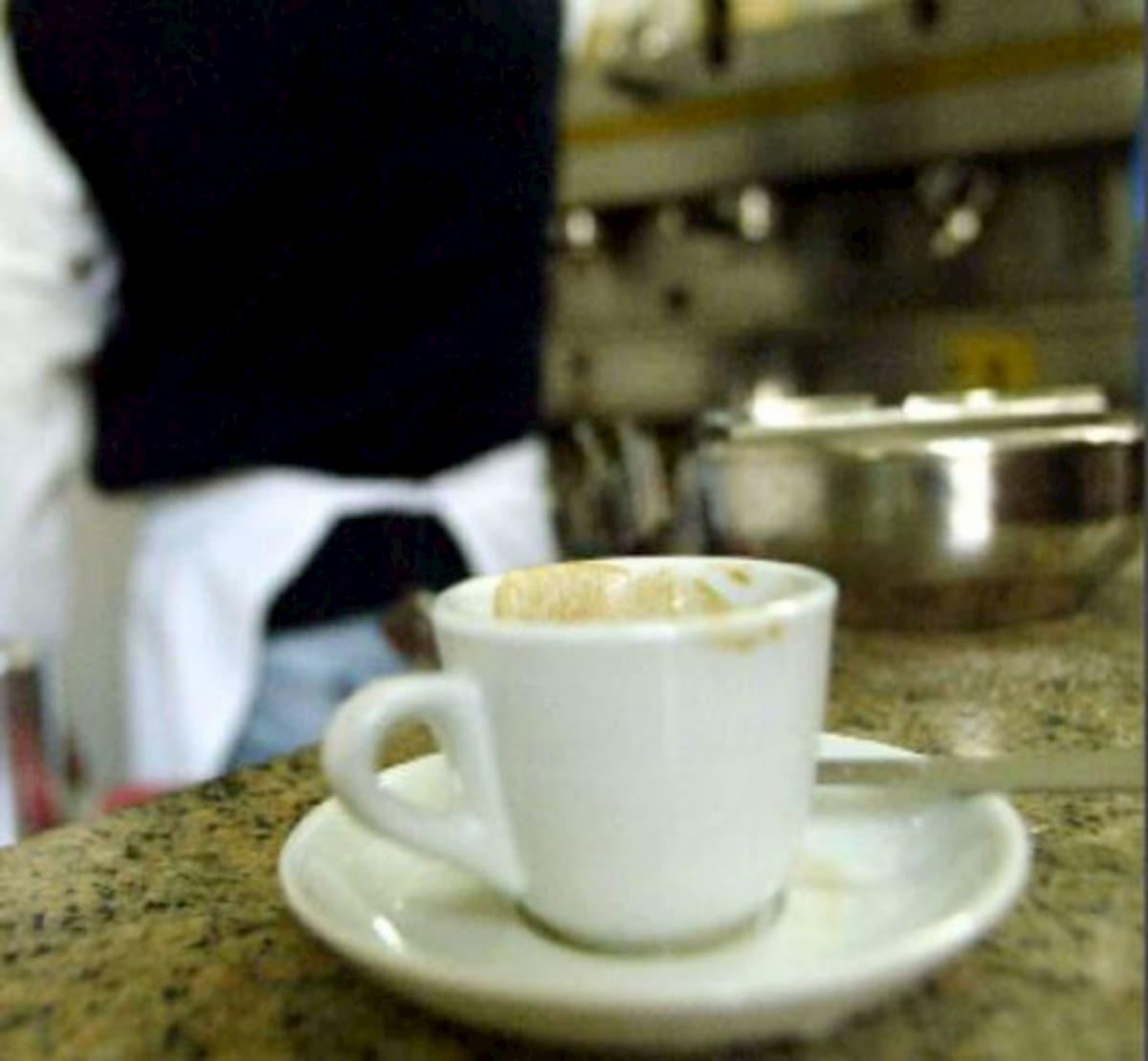 """Marsala, ordina un caffè e lo paga 50 euro: """"E' il minimo che possa fare"""""""
