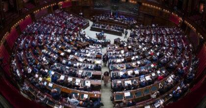 Seduta sospesa Camera per bagarre tra Lega e M5s