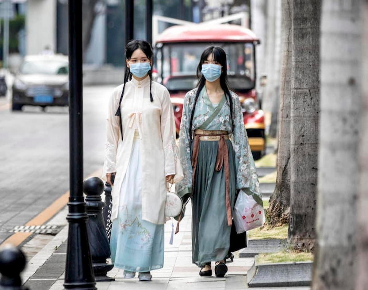 """Cina - Ue, scontro sull'origine del virus. Pompeo ritratta, ma Pechino esagera: """"Non è nato qui"""""""