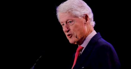 "Bill Clinton, testimone: ""Era nella villa dei festini di Jeffrey Epstein a Little St James"""