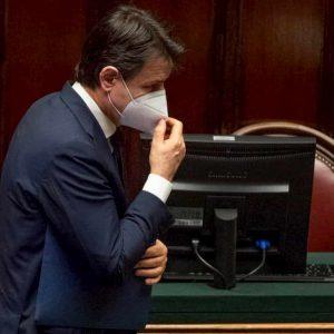 Coronavirus, per Giuseppe Conte 3 settimane decisive ma c'è chi pensa alla cravatta dei Parlamentari