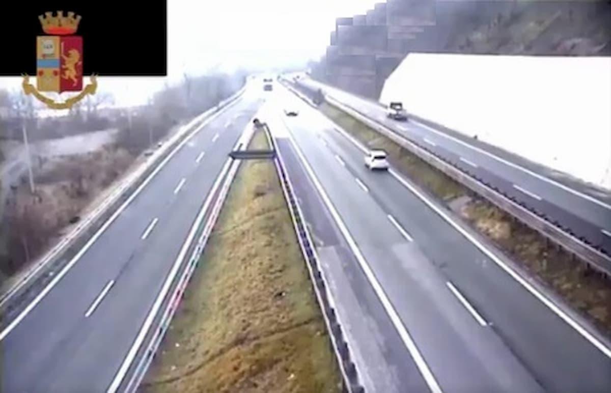 Firenze, percorre A11 contromano: 75enne fermato dalla Polstrada