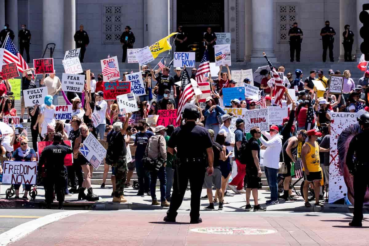 Coronavirus, in California proteste contro la chiusura delle spiagge