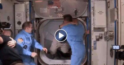Crew Dragon e Iss, abbraccio storico tra astronauti. Con Elon Musk Inizia una nuova era spaziale?