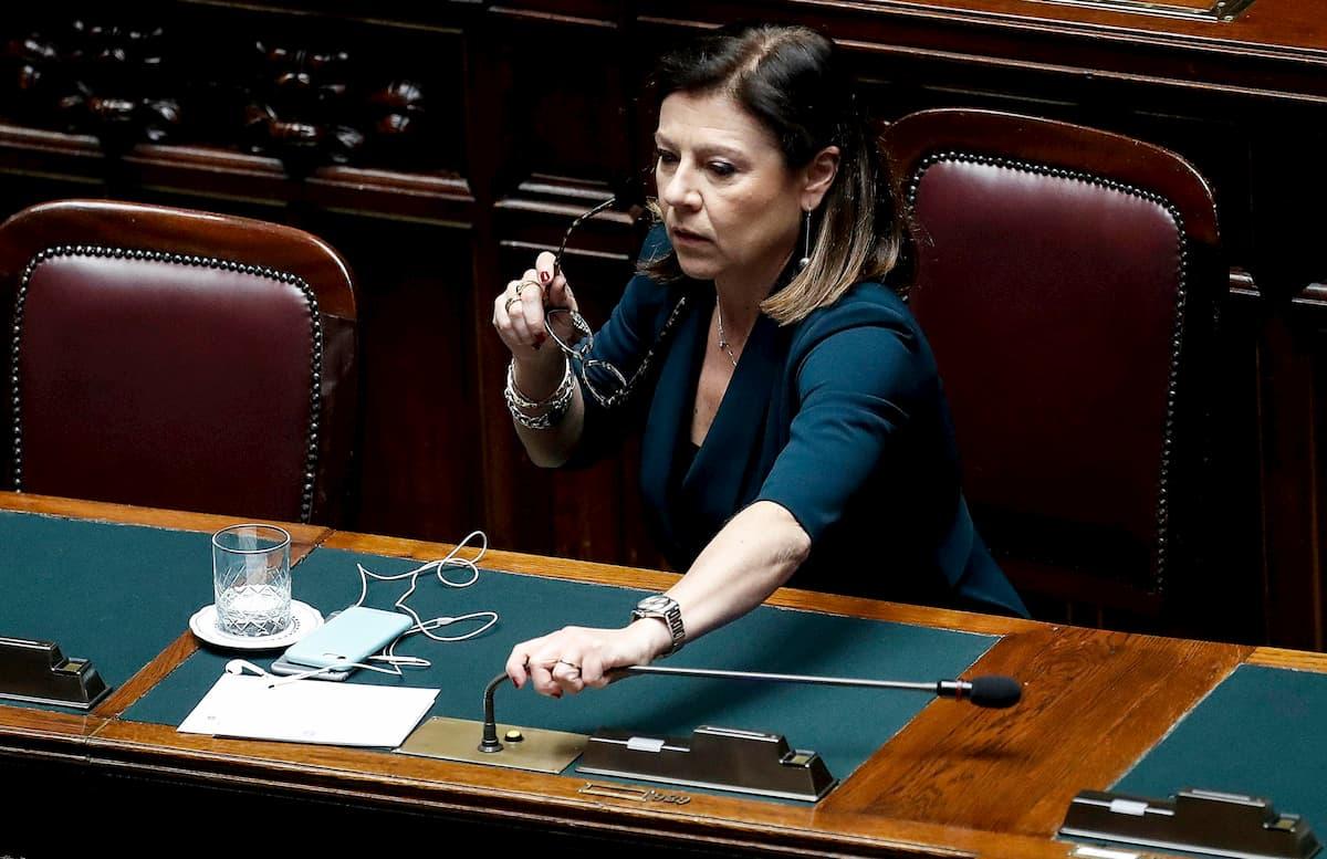 """Lockdown, De Micheli: """"Abbonamenti a mezzi pubblici e treni verranno rimborsati"""""""