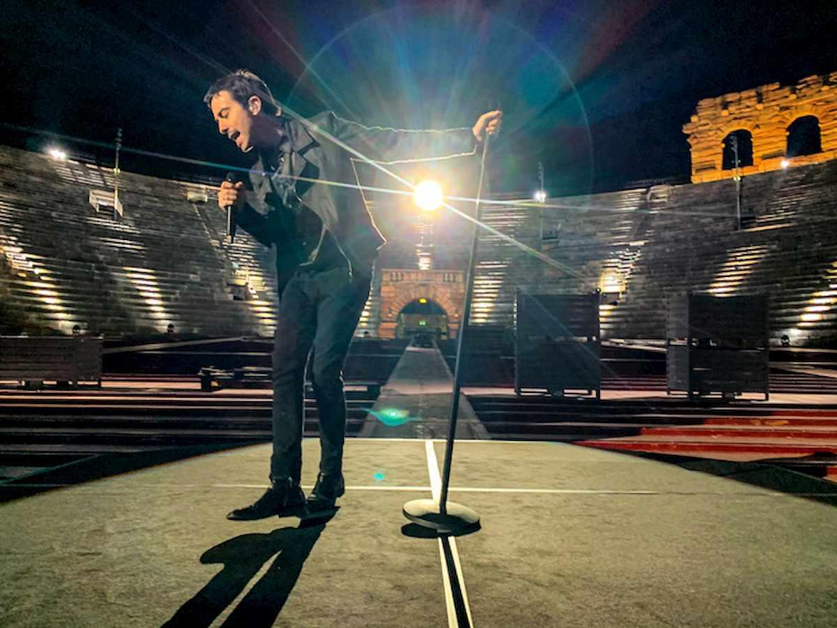 Diodato canta solo nell'Arena di Verona deserta per Europe Shine a Light