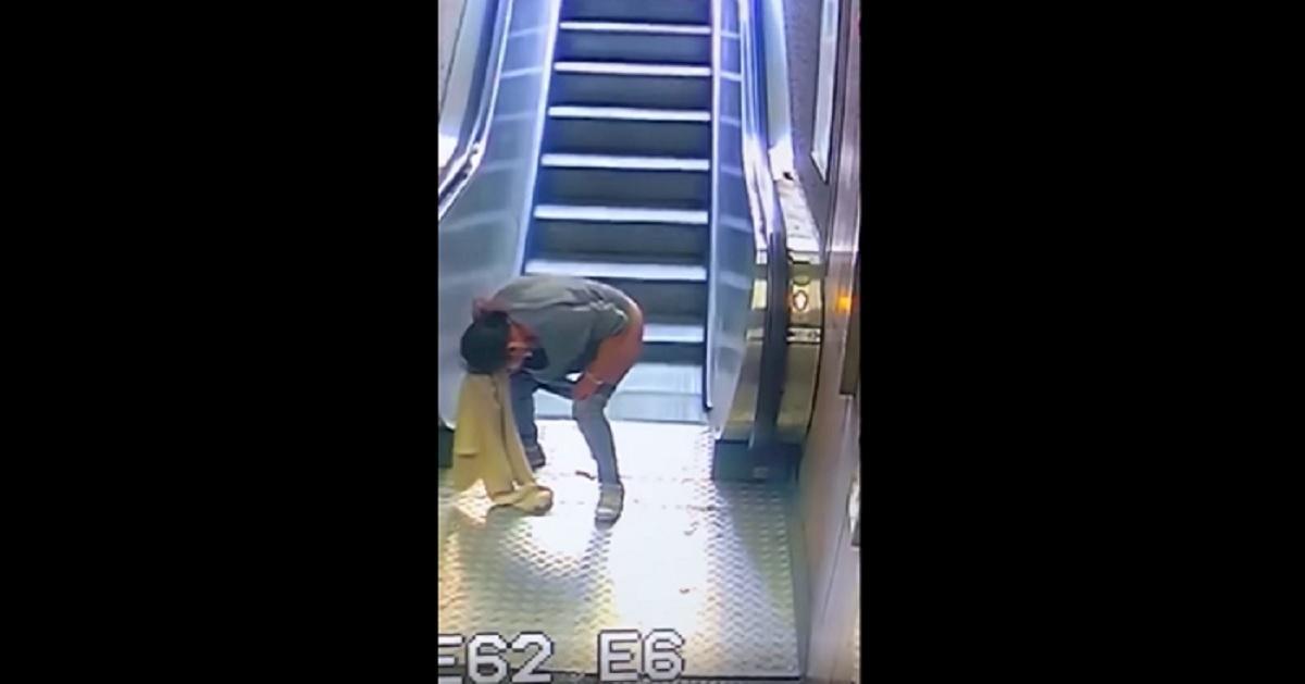 donna defeca stazione metro milano