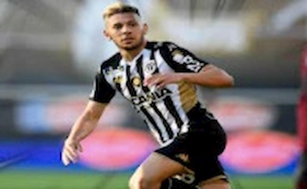 El Melali denunciato, il calciatore dell'Angers si è toccato davanti alla vicina