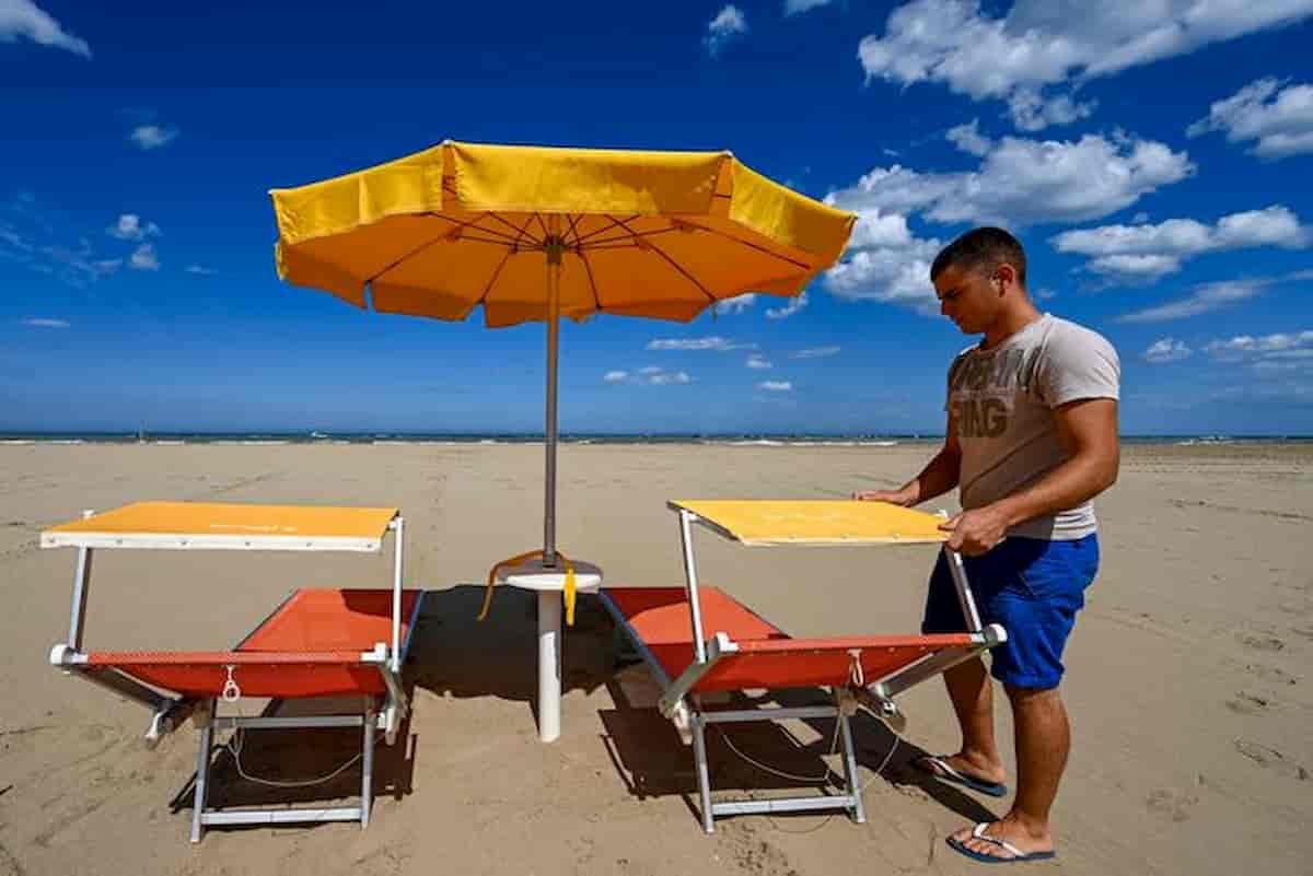 Emilia Romagna, le spiagge sulla riviera riaprono sabato 23 maggio