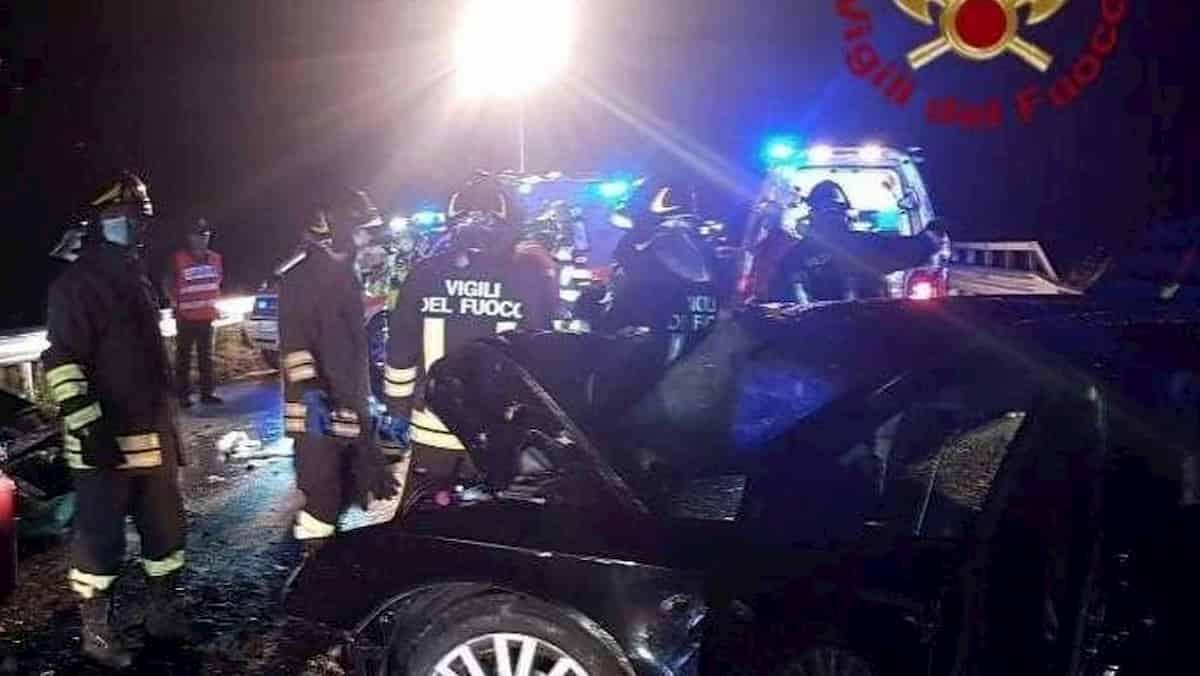 Esine (Bergamo), incidente frontale: morte due ragazze di 19 e 20 anni