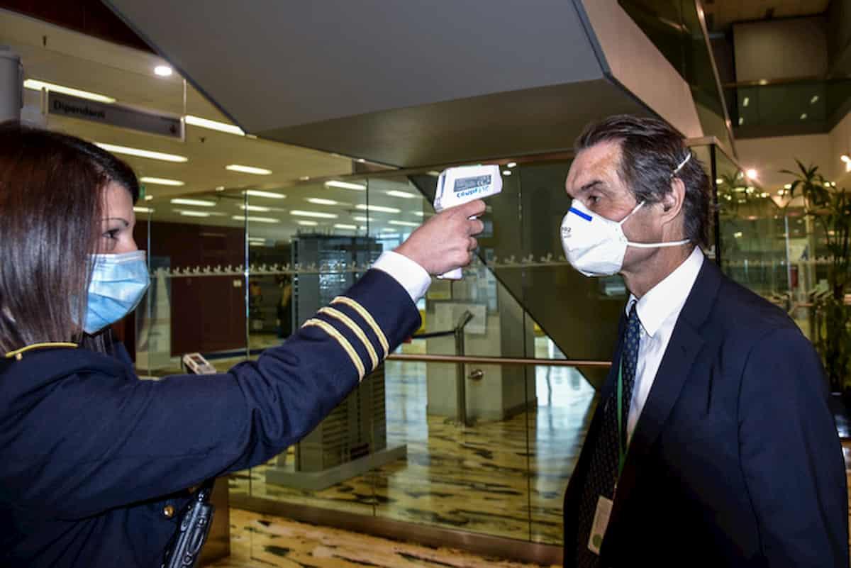 Lombardia, ordinanza Fontana: mascherine obbligatorie all'aperto, piscine e palestre chiuse fino a giugno