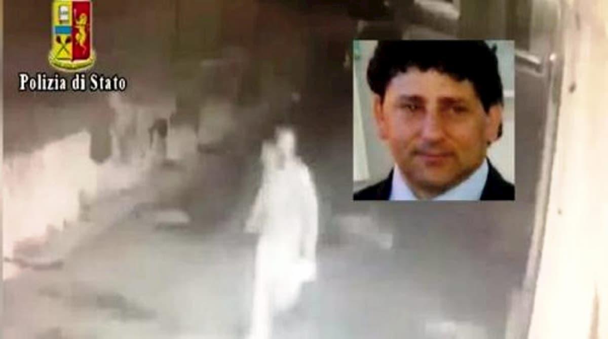 """La figlia del vigilante ucciso a Napoli: """"Inorridita per i selfie dal carcere dell'assassino di mio padre"""""""