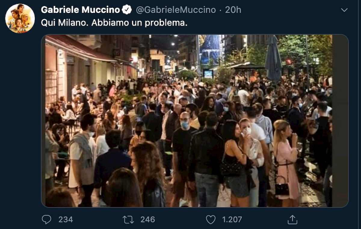 """""""Milano, abbiamo un problema"""". Gabriele Muccino riapre il caso movida. Ma è polemica: """"Foto fake, pioveva"""""""